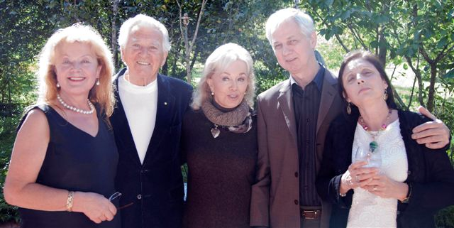 CLICK Photo: (from Left) Aniela Kos, Hon.Bob Hawke the former Prime Minister of Australia, Blanche D'Alpuget, Jamie Boyd, Helena Boyd in Galeria Aniela, March 2012