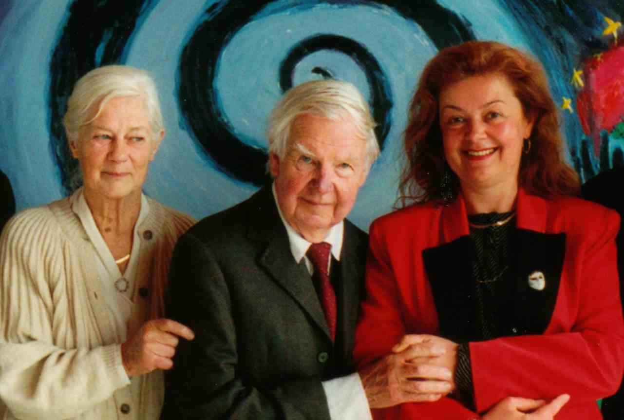 Photo: Arthur Boyd (centre), Yvonne Boyd (left) Aniela Kos (right) - CLICK Video: ABC TV australian National News- Best of Boyd exhibition in Galeria Aniela